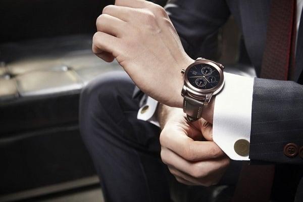 Chú ý khi đeo thêm phụ kiện để bảo vệ đồng hồ