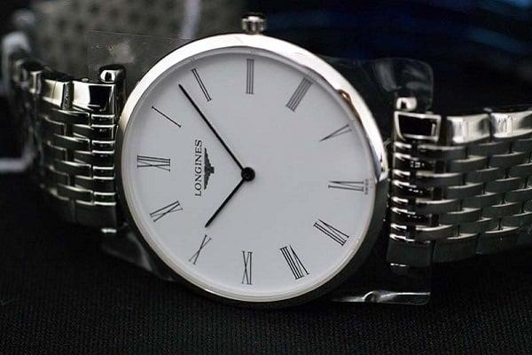 đồng hồ cao cấp thường có kích thước nhỏ