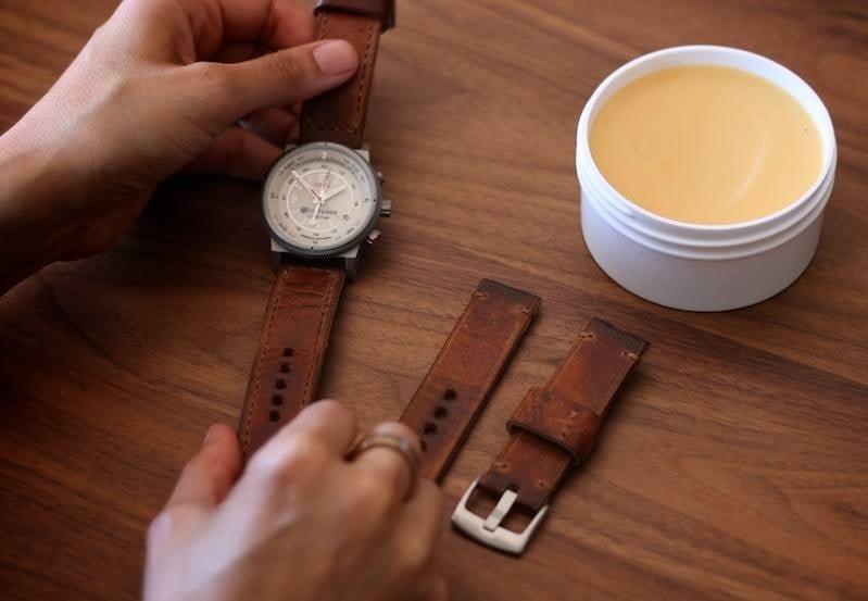làm sạch dây đeo đồng hồ